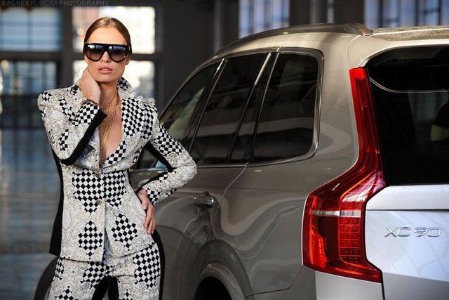 Người đẹp Ba Lan khoe dáng cùng xe sang Thuỵ Điển - Ảnh 14.