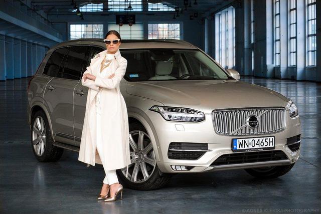 Người đẹp Ba Lan khoe dáng cùng xe sang Thuỵ Điển - Ảnh 4.