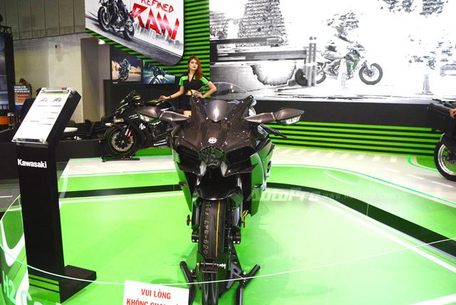 Chi tiết siêu mô tô hàng hiếm Kawasaki Ninja H2 Carbon tại triển lãm VMCS 2017 - Ảnh 1.
