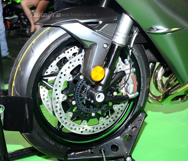 Chi tiết siêu mô tô hàng hiếm Kawasaki Ninja H2 Carbon tại triển lãm VMCS 2017 - Ảnh 11.