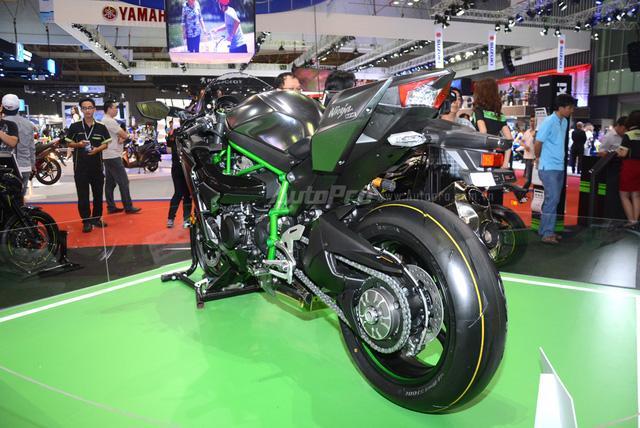 Chi tiết siêu mô tô hàng hiếm Kawasaki Ninja H2 Carbon tại triển lãm VMCS 2017 - Ảnh 5.