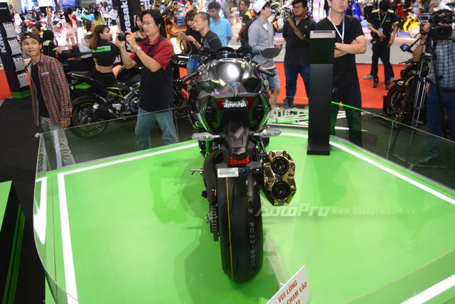 Chi tiết siêu mô tô hàng hiếm Kawasaki Ninja H2 Carbon tại triển lãm VMCS 2017 - Ảnh 6.