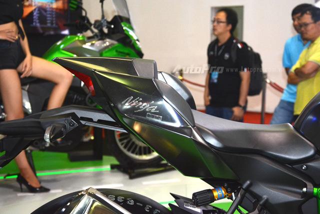 Chi tiết siêu mô tô hàng hiếm Kawasaki Ninja H2 Carbon tại triển lãm VMCS 2017 - Ảnh 9.