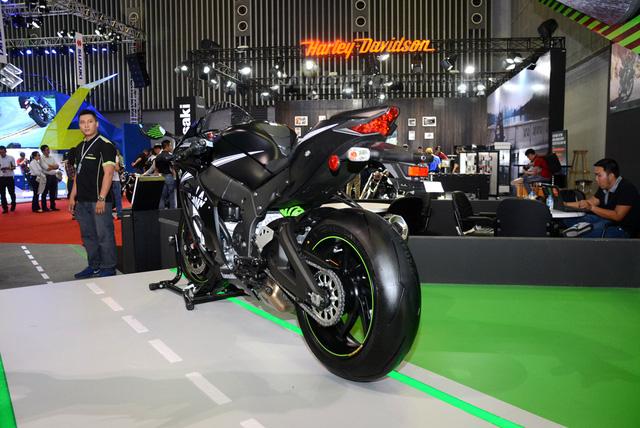 Chiêm ngưỡng vẻ đẹp sexy của siêu mô tô bản giới hạn Kawasaki Ninja ZX-10RR 2017 - Ảnh 4.