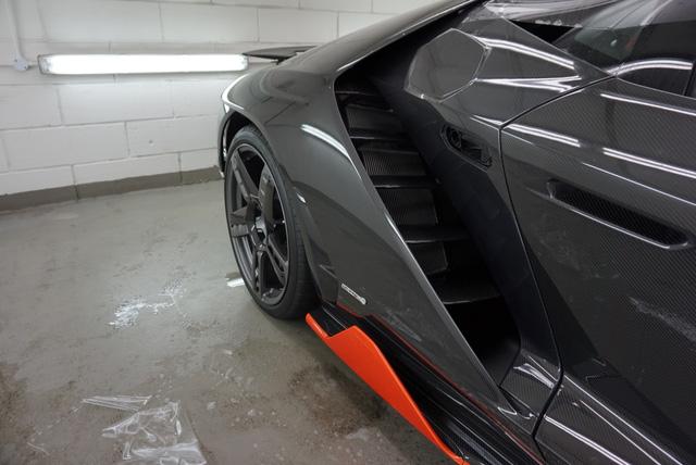 Cận cảnh siêu phẩm Lamborghini Centenario đầu tiên đặt chân đến Anh - Ảnh 7.