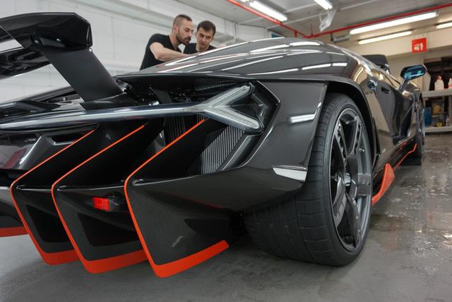 Cận cảnh siêu phẩm Lamborghini Centenario đầu tiên đặt chân đến Anh - Ảnh 9.
