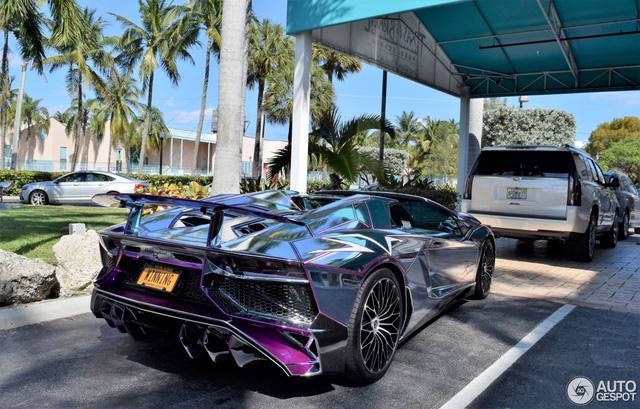 Lamborghini Aventador SV mui trần nổi bật với bộ cánh mạ crôm phối tím - Ảnh 7.