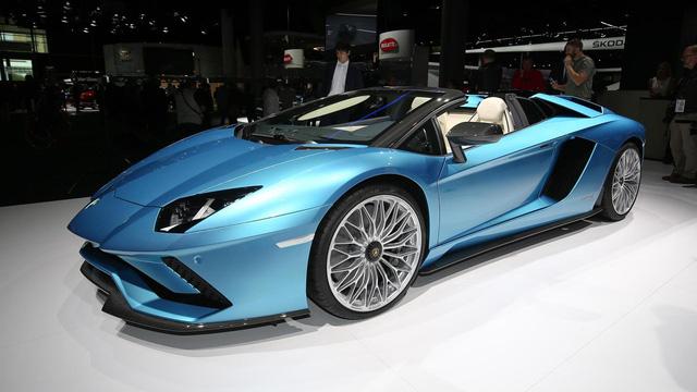 Đây là những hình ảnh nóng hổi về chiếc Lamborghini Aventador S LP740-4 mui trần sắp ra mắt - Ảnh 3.