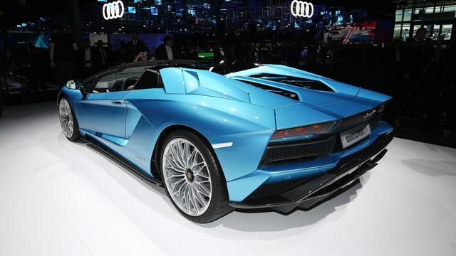 Đây là những hình ảnh nóng hổi về chiếc Lamborghini Aventador S LP740-4 mui trần sắp ra mắt - Ảnh 14.