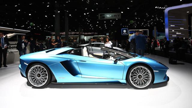 Đây là những hình ảnh nóng hổi về chiếc Lamborghini Aventador S LP740-4 mui trần sắp ra mắt - Ảnh 8.
