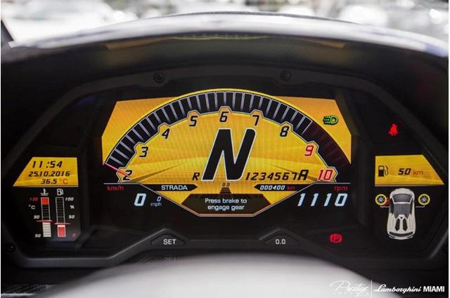hàng hiếm Lamborghini Aventador SV Roadster màu vàng đồng