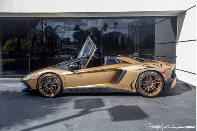 Vẻ đẹp siêu xe  Lamborghini Aventador SV Roadster màu vàng đồng - Ảnh 3.