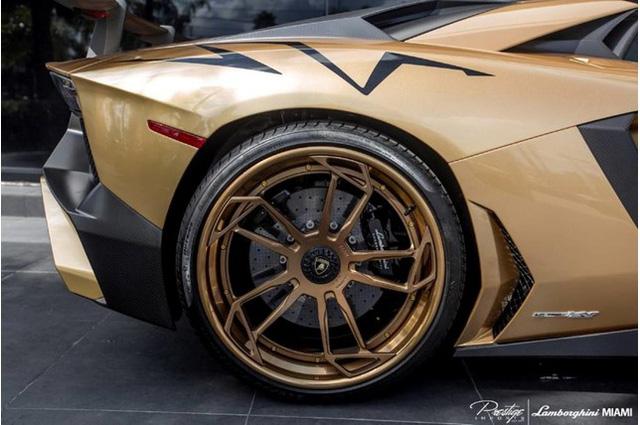 Vẻ đẹp siêu xe hàng hiếm Lamborghini Aventador SV Roadster màu vàng đồng - Ảnh 7.