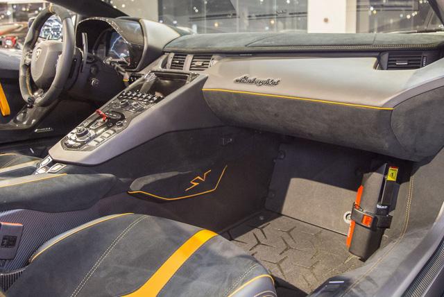 Vẻ đẹp lộng lẫy của Lamborghini Aventador SV mui trần rao bán 13 tỷ Đồng - Ảnh 7.