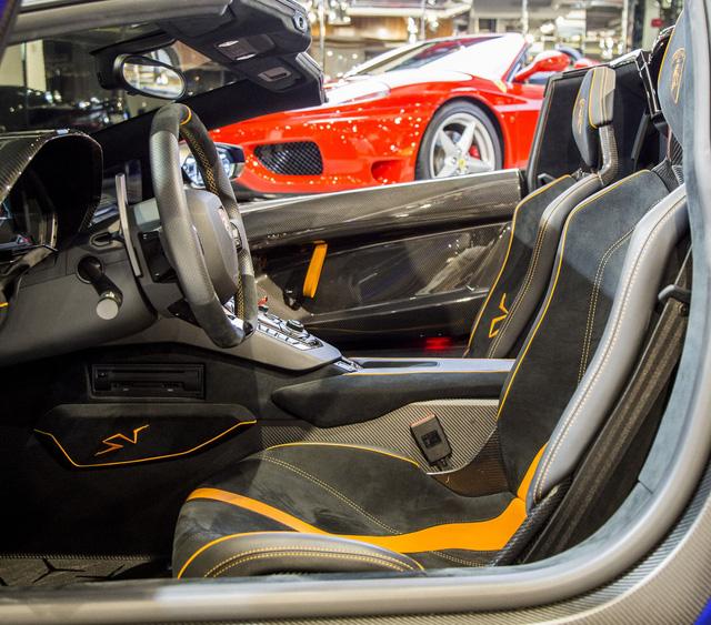Vẻ đẹp lộng lẫy của Lamborghini Aventador SV mui trần rao bán 13 tỷ Đồng - Ảnh 6.