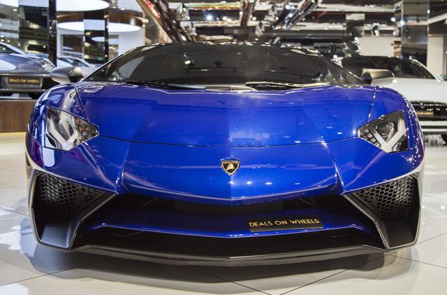 Vẻ đẹp lộng lẫy của Lamborghini Aventador SV mui trần rao bán 13 tỷ Đồng - Ảnh 1.