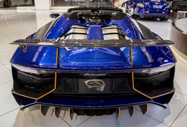Vẻ đẹp lộng lẫy của Lamborghini Aventador SV mui trần rao bán 13 tỷ Đồng - Ảnh 4.