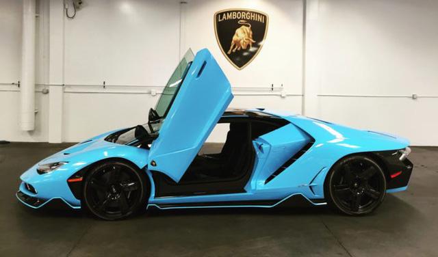 Lamborghini Centenario thứ 4 cập bến Mỹ với ngoại thất nổi bật màu xanh ngọc - Ảnh 7.