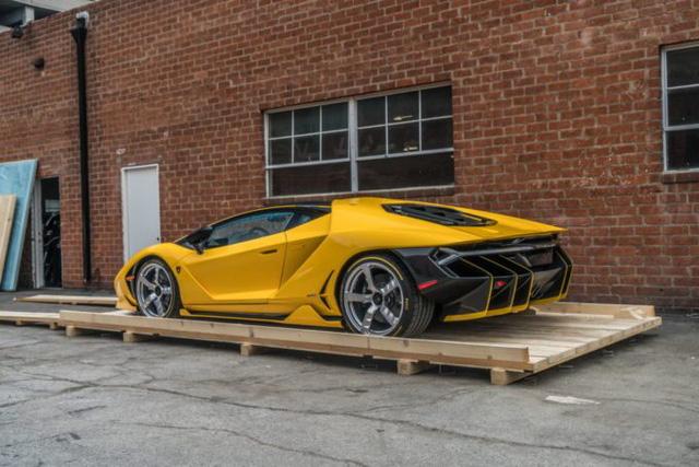 Cận cảnh siêu phẩm Lamborghini Centenario màu vàng rực tại Mỹ - Ảnh 3.