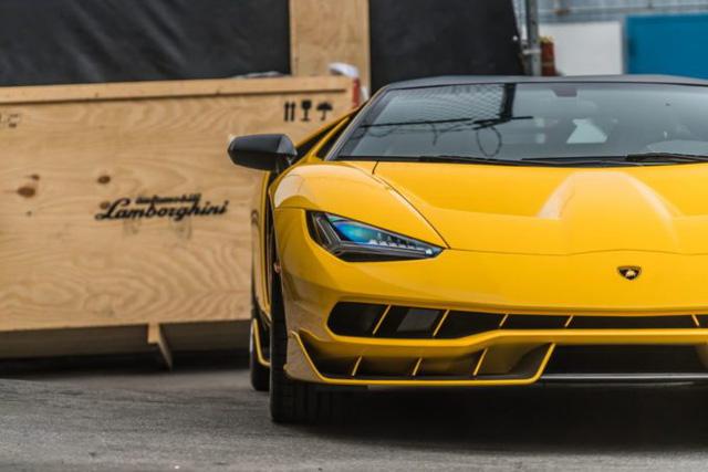Cận cảnh siêu phẩm Lamborghini Centenario màu vàng rực tại Mỹ - Ảnh 12.