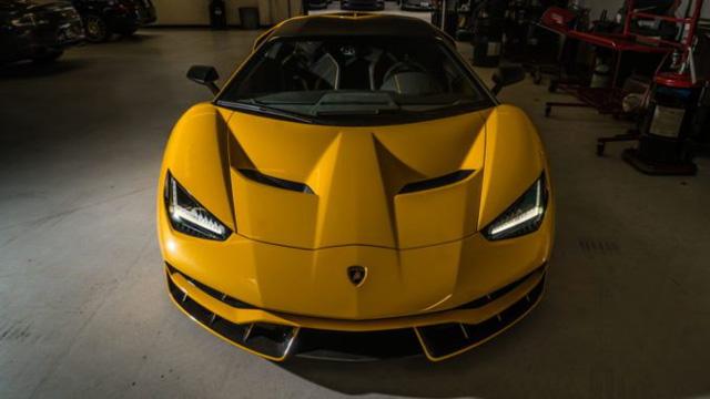 Cận cảnh siêu phẩm Lamborghini Centenario màu vàng rực tại Mỹ - Ảnh 7.