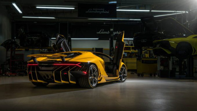 Cận cảnh siêu phẩm Lamborghini Centenario màu vàng rực tại Mỹ - Ảnh 5.