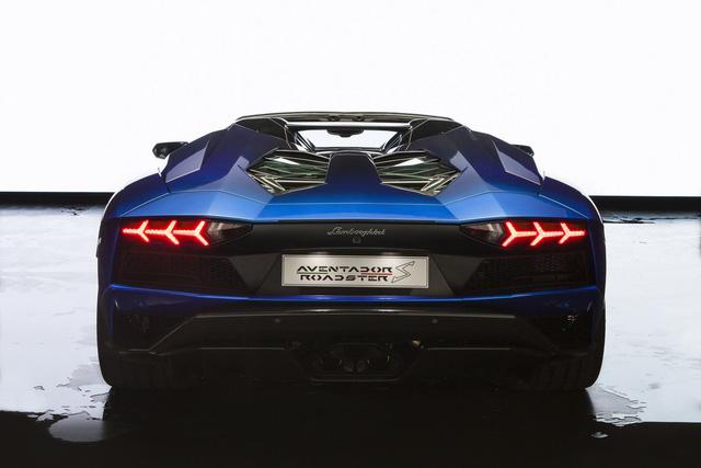 Lamborghini trình làng Aventador S mui trần bản giới hạn tại Nhật Bản - ảnh 6