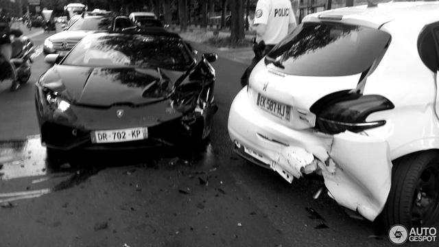 Siêu xe Lamborghini Huracan LP610-4 gặp nạn tại Pháp - Ảnh 1.