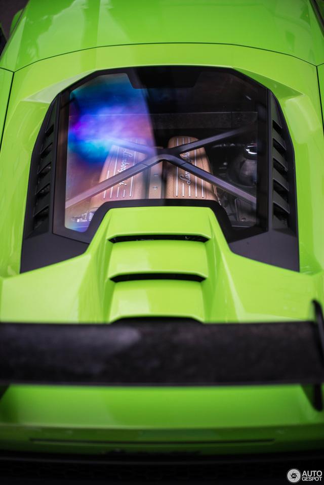 Lamborghini Huracan Performante đầu tiên lăn bánh tại London, nổi bật màu áo xanh cốm - Ảnh 3.