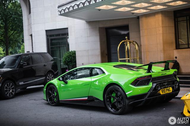 Lamborghini Huracan Performante đầu tiên lăn bánh tại London, nổi bật màu áo xanh cốm - Ảnh 2.