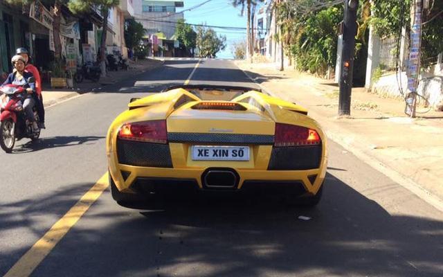 Lamborghini Murcielago LP640 mui trần độc nhất Việt Nam dạo phố Pleiku - Ảnh 1.