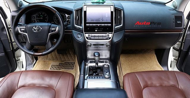 SUV hầm hố Toyota Land Cruiser VXR đi 10.000 km rao bán giá 4,8 tỷ đồng - Ảnh 11.