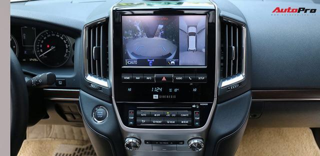 SUV hầm hố Toyota Land Cruiser VXR đi 10.000 km rao bán giá 4,8 tỷ đồng - Ảnh 12.