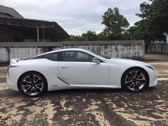 Lexus LC 500h 2018 đầu tiên cập bến Lào, đại gia Việt phát hờn - Ảnh 2.