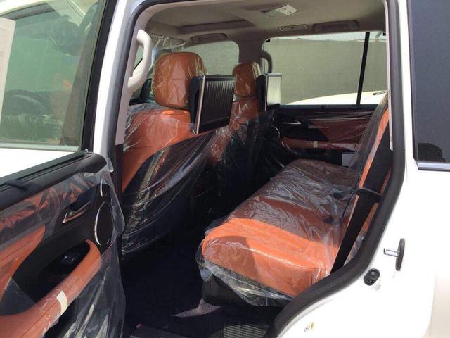 Lexus LX570 Super Sport có giá khoảng 10 tỷ đồng khi về Việt Nam - Ảnh 7.