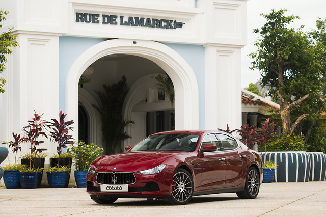 Đi du lịch Phú Quốc, được đưa đón bằng xe thể thao hạng sang Maserati - Ảnh 2.