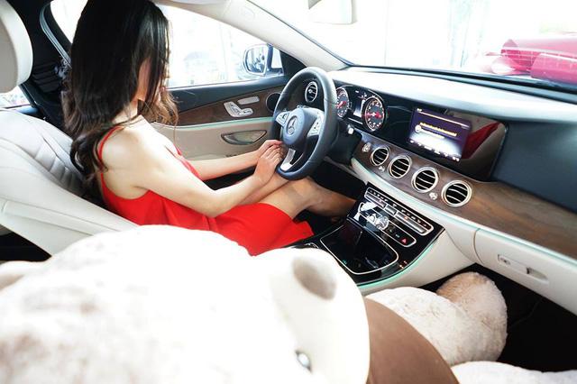 Người mẫu nude với ngựa tậu xe sang Mercedes-Benz E200 2017 trị giá 2,1 tỷ Đồng - Ảnh 5.