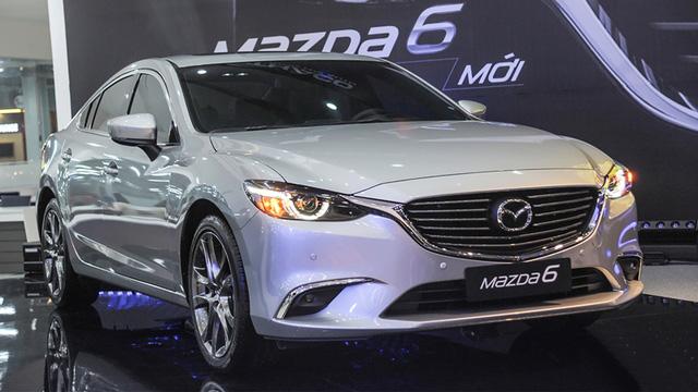 Bán chậm, hàng loạt sedan hạng D giảm giá để hút khách hàng Việt - Ảnh 1.