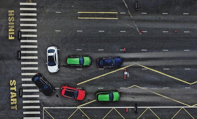 Thử đua Drag bằng xe Mercedes Benz tại Đồng Mô - Ảnh 1.