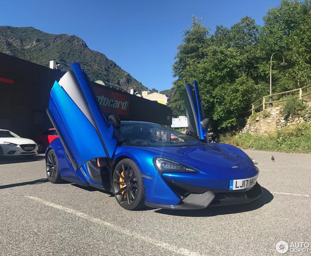 Lần đầu bắt gặp cặp đôi siêu xe hàng nóng của McLaren khoe dáng trên phố - Ảnh 3.