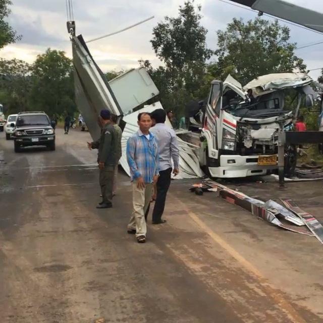 """Gặp """"tai bay vạ gió"""", siêu xe hàng hiếm McLaren P1 tan nát tại Campuchia - Ảnh 2."""