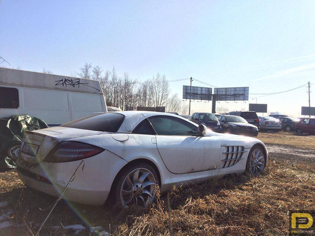 Siêu xe Mercedes-Benz SLR McLaren bị bỏ rơi 6 năm - Ảnh 2.