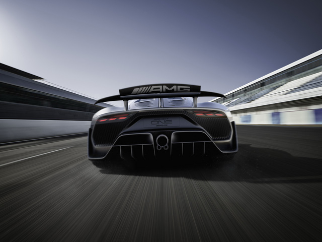 Mercedes-AMG Project One có thể cho Bugatti Chiron ngửi khói - Ảnh 7.