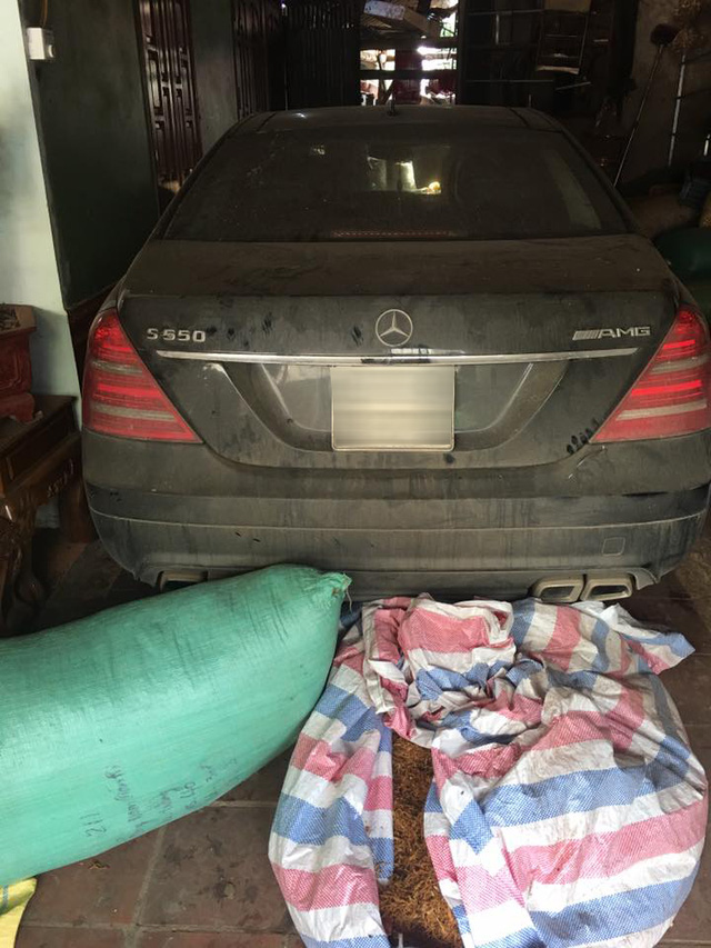 Xót xa với Mercedes-Benz S550 AMG của dân chơi Sơn La đóng bụi dày đặc - Ảnh 2.