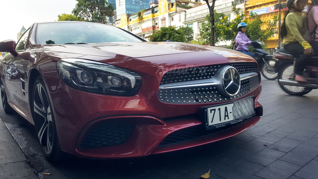 Người đẹp Bến Tre cầm lái xe mui trần hàng hiếm Mercedes-Benz SL400 giá 6,7 tỷ Đồng - Ảnh 4.