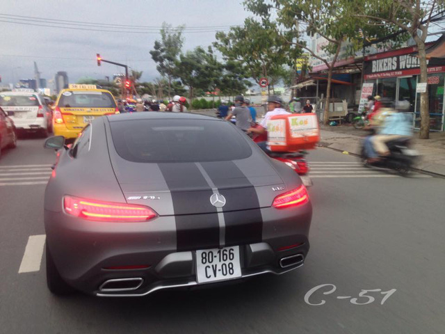 Cường Đô-la thay áo cho siêu xe Mercedes-AMG GT S mới tậu - Ảnh 3.