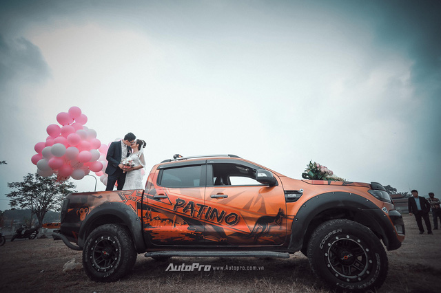 Dàn xe bán tải Ford Ranger đón dâu trên phố Hà thành - Ảnh 2.