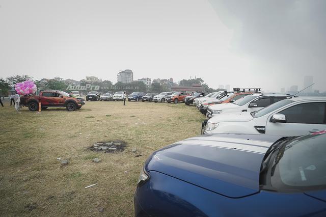 Dàn xe bán tải Ford Ranger đón dâu trên phố Hà thành - Ảnh 5.