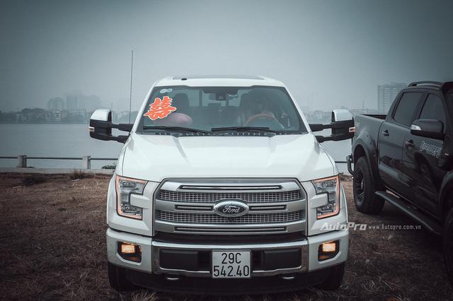 Dàn xe bán tải Ford Ranger đón dâu trên phố Hà thành - Ảnh 4.