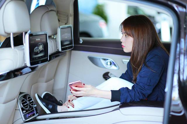 Ngọc Trinh tậu xe siêu sang Mercedes-Maybach S500 giá 11 tỷ Đồng - Ảnh 3.